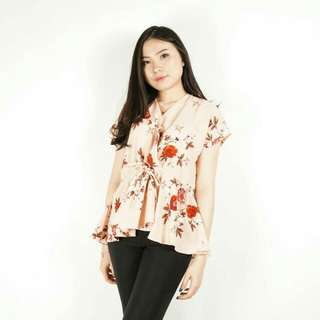 Rubber Claramell Blouse, Available in navy white cream black Material: crepe LD: 104 Length: 60