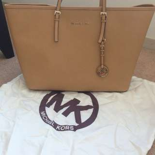100% Authentic Michael Kors Jet Set Large Saffiano Tan Leather Tote