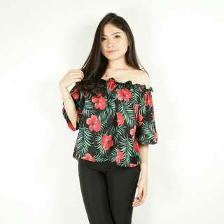 Elita Sabrina Top ,Available in Black and White Material Satin LD : 88-126 cm Length : 45 cm