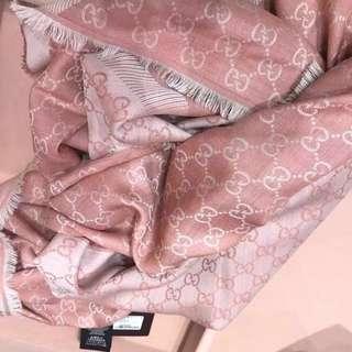 情人節禮物🎁香港現貨,全新Gucci logo 款圍巾,法國購回!有粉紅,灰色