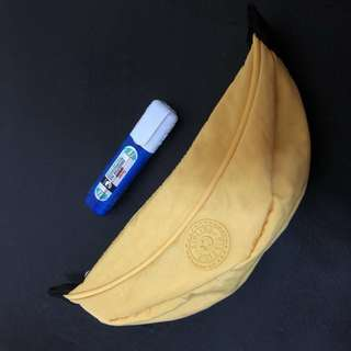 Kipling 香蕉🍌型化妝袋