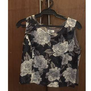 Crop top (semi) floral crop top