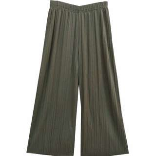 [INST] green pleated culottes