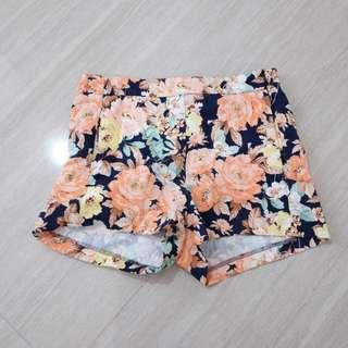 ZARA Trafaluc Floral hot pants