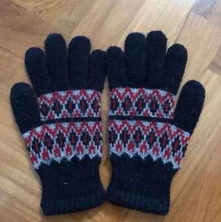 Uniqlo boys winter gloves