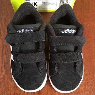 Adidas boy baseline shoes sz 13.5cm/1.5-2thn