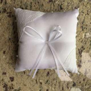 白色戒指枕