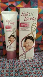 Krim Pencerah Wajah Fair & Lovely Multivitamin