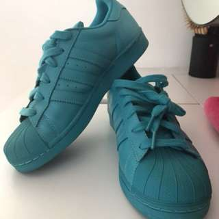 SZ: 39 Adidas Shoes superstar