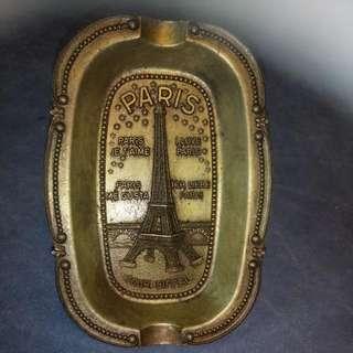 舊 金屬煙灰碟 法國製造 可掛牆上 直 14 cm  橫 10cm  (收藏品)