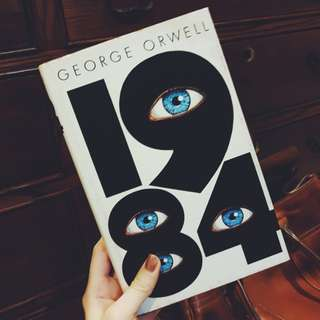 Nineteen Eighty-Four (1984) by George Orwell (SWEDISH. NOT ENGLISH.)