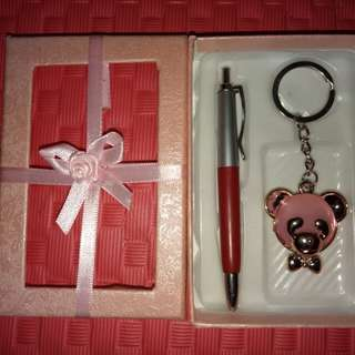 Gift box, cute key chain with pen