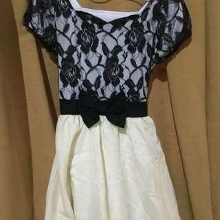 Broken white Dress motif brokat