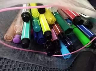 Pack of old markers and pens