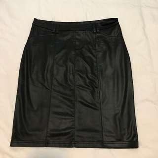 GG5 Black PVC above knee skirt with back-pocket details