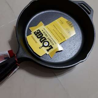 Delivery included - Lodge cast iron skillet 10.25inches