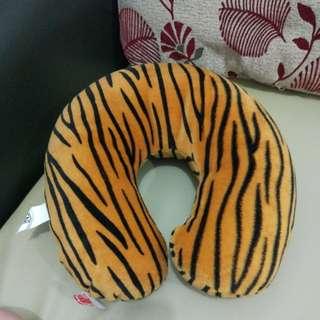 Bantal Leher Motif Tiger Skin