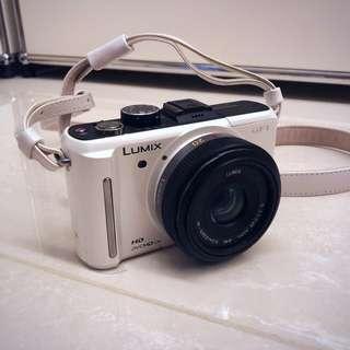 Panasonic DMC-GF1 Lumix Digital Camera (White)