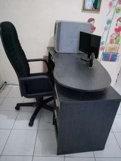Meja dan Kursi Kantor
