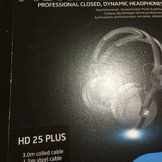 Profesional headphones merek sennheiser HD 25 plus