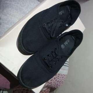 Sepatu Rubi Hitam