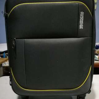 Authentic 2nd Hand American Tourister Warren Spinner
