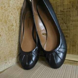 大腳的水水有福囉!時尚契型鞋