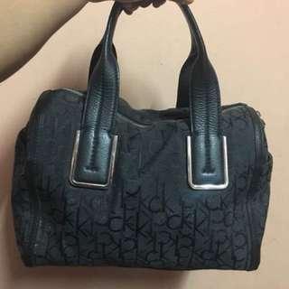 Prelobed handbag