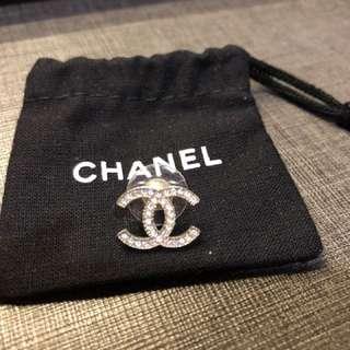 Chanel經典CC水鑽款式耳環一隻