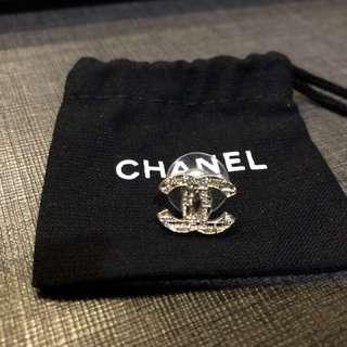 Chanel經典CC鏤空耳環一隻