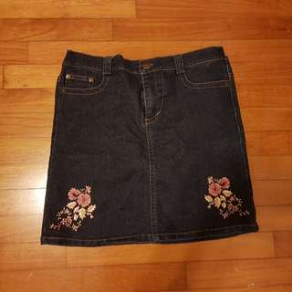 Pre-loved Girls/Tweens/ 11-12 years old Black Jean Skirt with Embroidery
