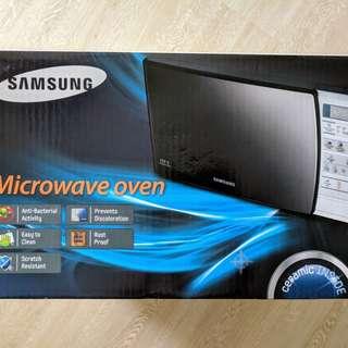 Samsung microwave (ME731K) - white