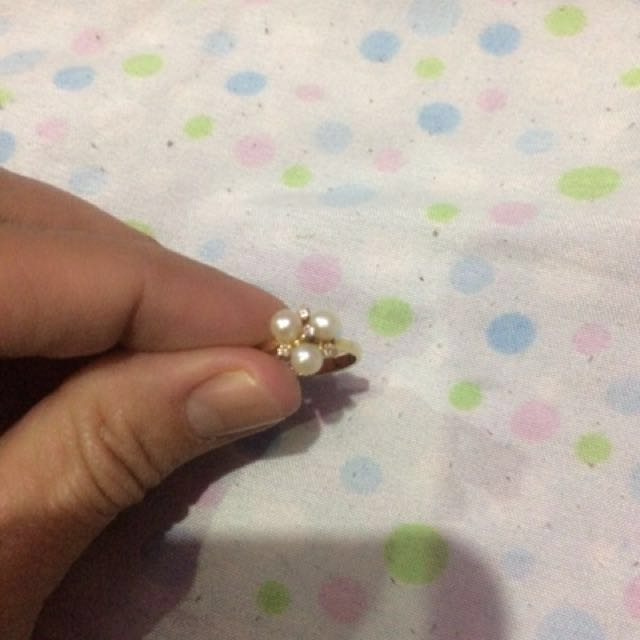 4 stones with 3 pearls ring
