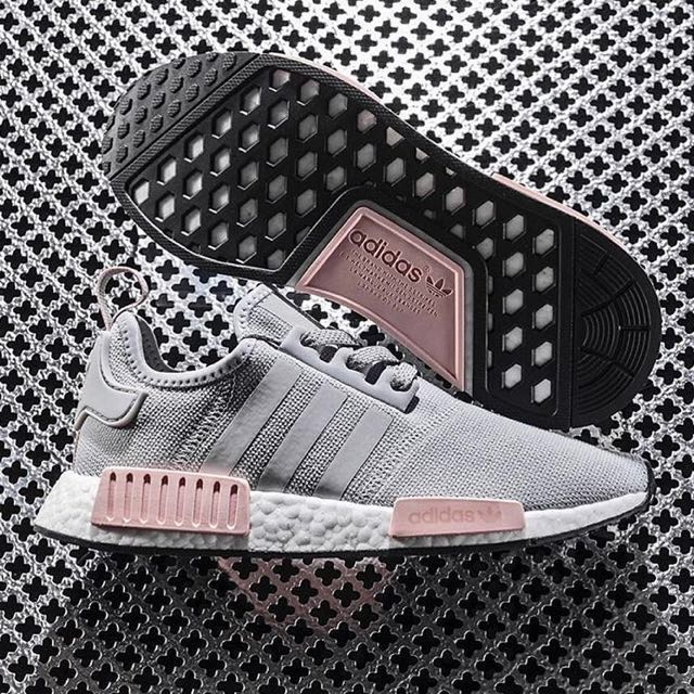 0467e898e3cad Authentic Adidas NMD R1 Vapour Pink Light Onix