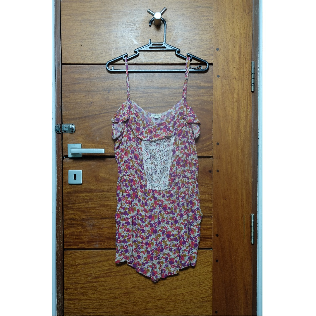 b380c6e93b72 FOREVER21 Floral Romper with Lace Detail