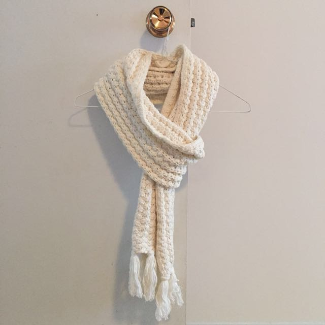 Gap knit scarf (cream colour)