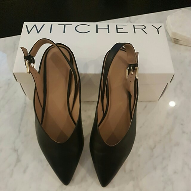 Leather flat point toe shoes