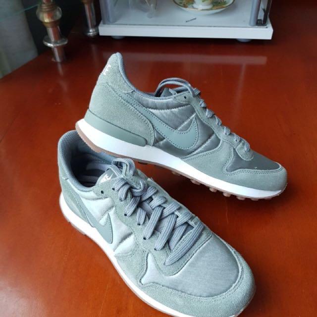 Nike Internationalist Olive