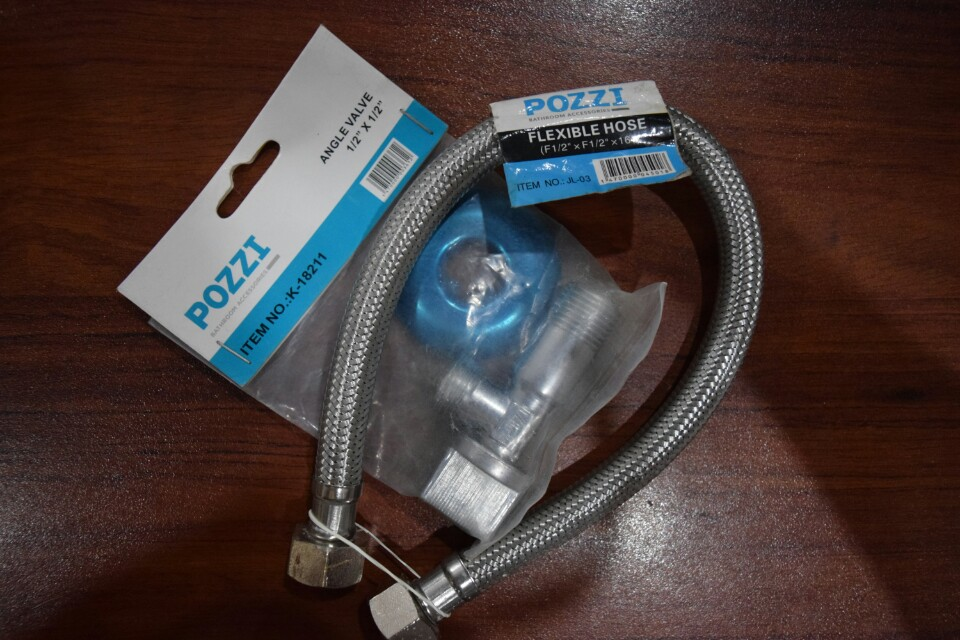 Pozzi angle valve and flexible hose