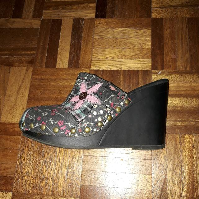 Rocket Dog Women's Clogs