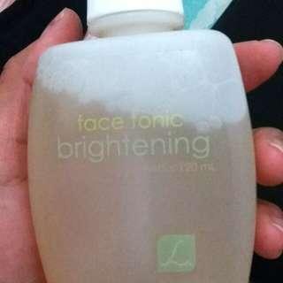 Larissa face tonic brightening