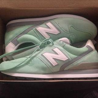 Brand new Men's Mint Green & White New Balance Classic Shoes