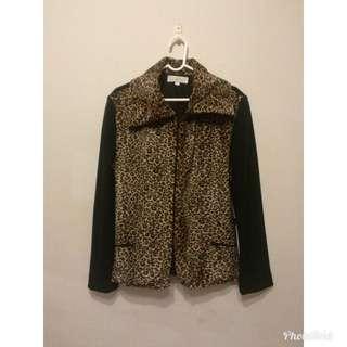 🚚 [Serendipity] [二手套裝] 時尚豹紋套裝(外套+裙子)