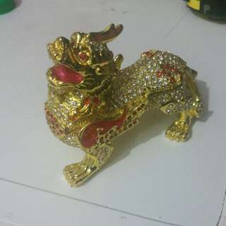 Pi Xiu Gold with Diamond Studs
