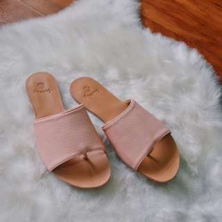 Flat Slides / Sandals