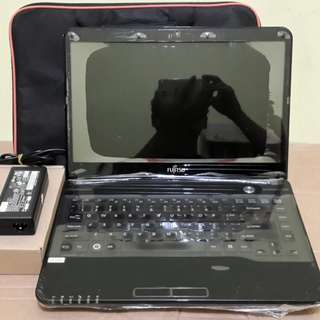 Laptop bergaransi fujitsu core i3 ivy Bridge