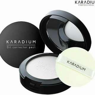 Karadium Oil Corrector Pact