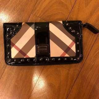 ORIGINAL Burberry Nova check zip around wallet