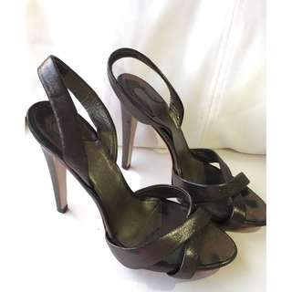 Salvatore Ferragamo 7C Metallic cross over heels