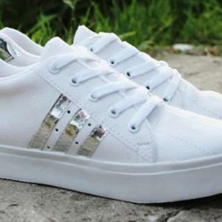 Sneakers Korea Garis Kode 569